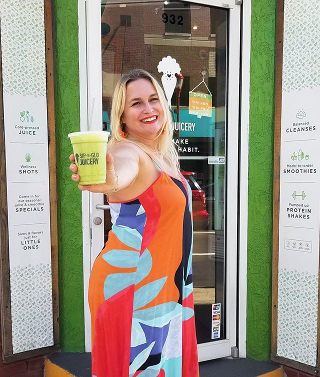 Our door is always open! Time to come in and grab your favorite sips. ⁠ ⁠ ⁠ ⁠ ⁠ @kristinsipnglo #sipnglo #sipnglojuicery #smoothie #womanownedbusiness #healthyphilly #healthyhabits #southstreet