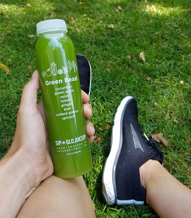 Time to head outside with your favorite sip!⁠ ⁠ ⁠ ⁠ ⁠ ⁠ #sipnglo #sipnglojuicery #healthyhabits #onthego #healthyphilly #coldpressedjuice⁠