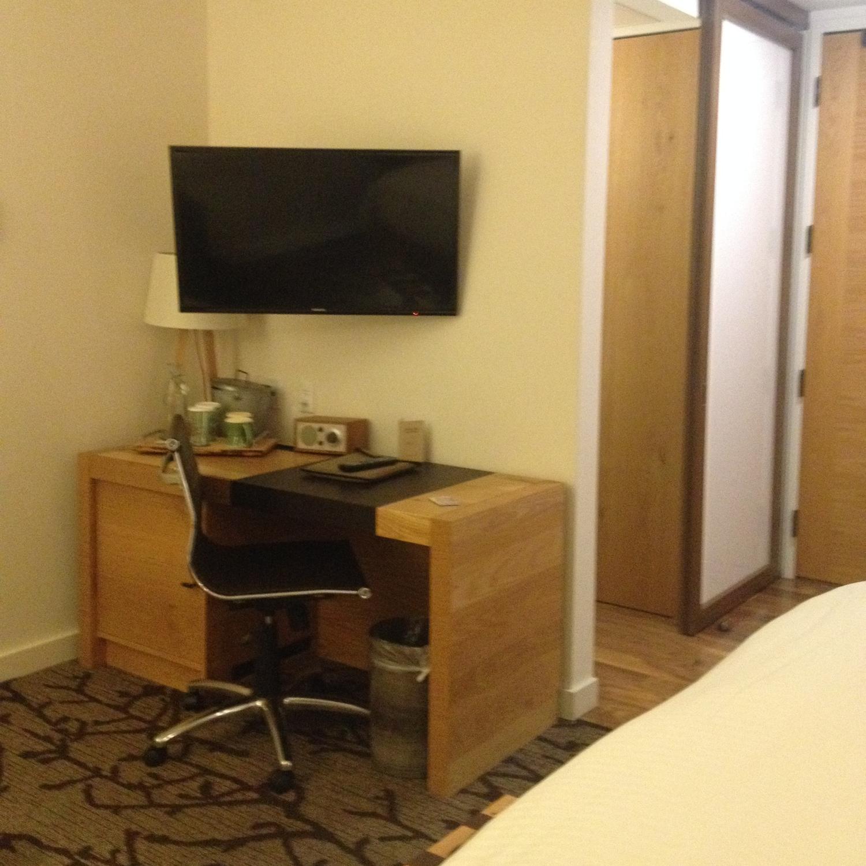 hotel vermont desk
