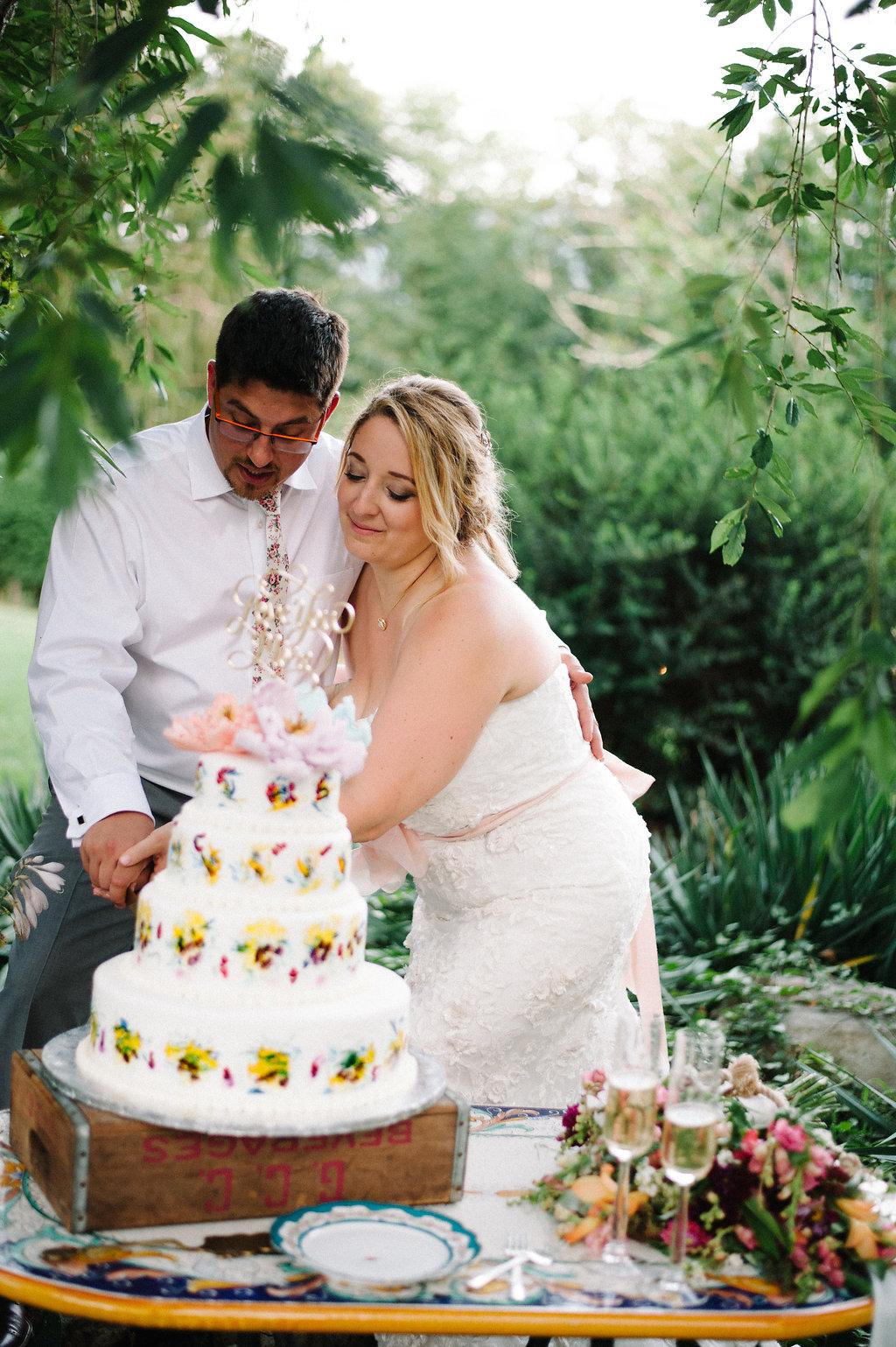 cutting-the-cake-wedding.jpg