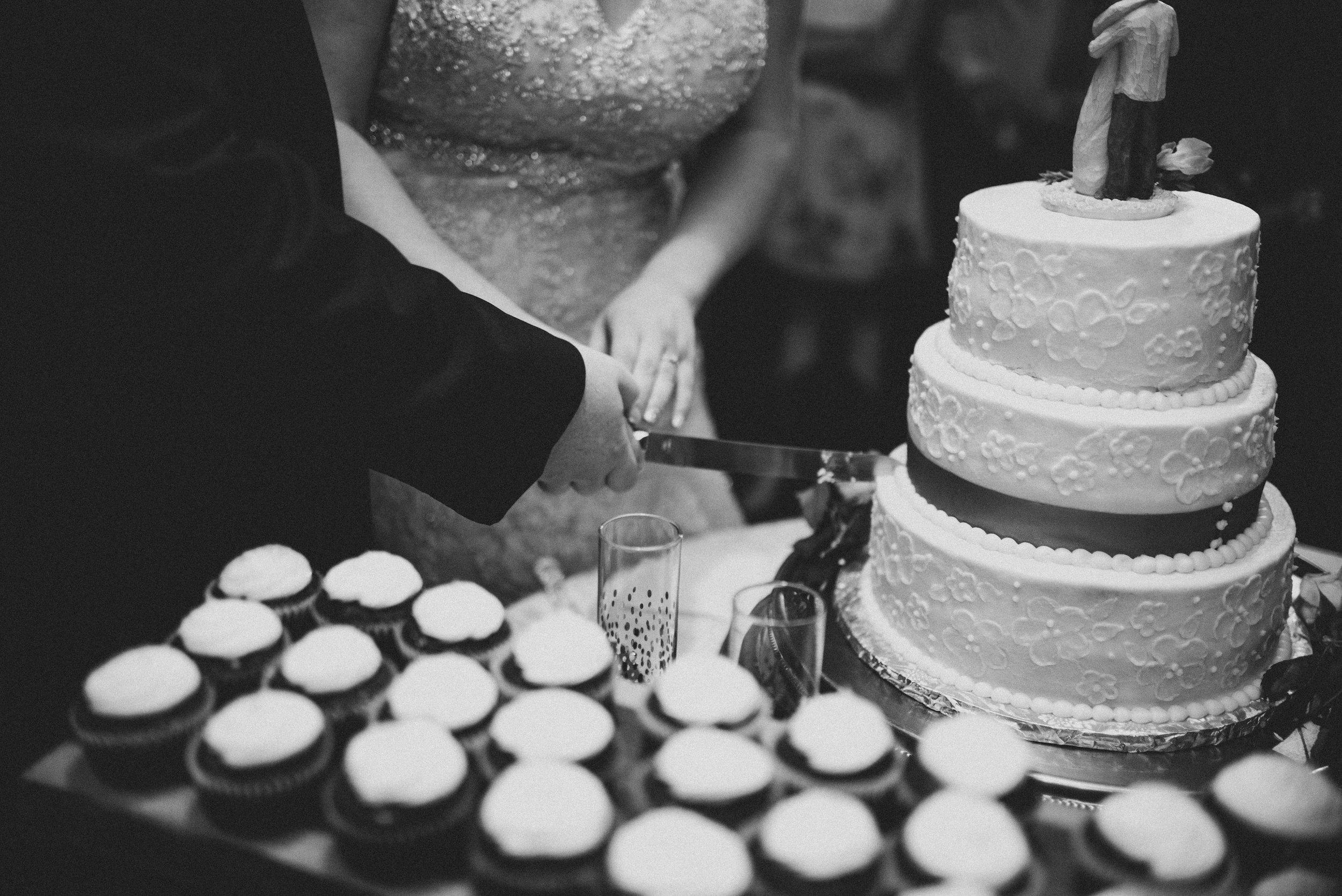 cutting-the-wedding-cake.jpg