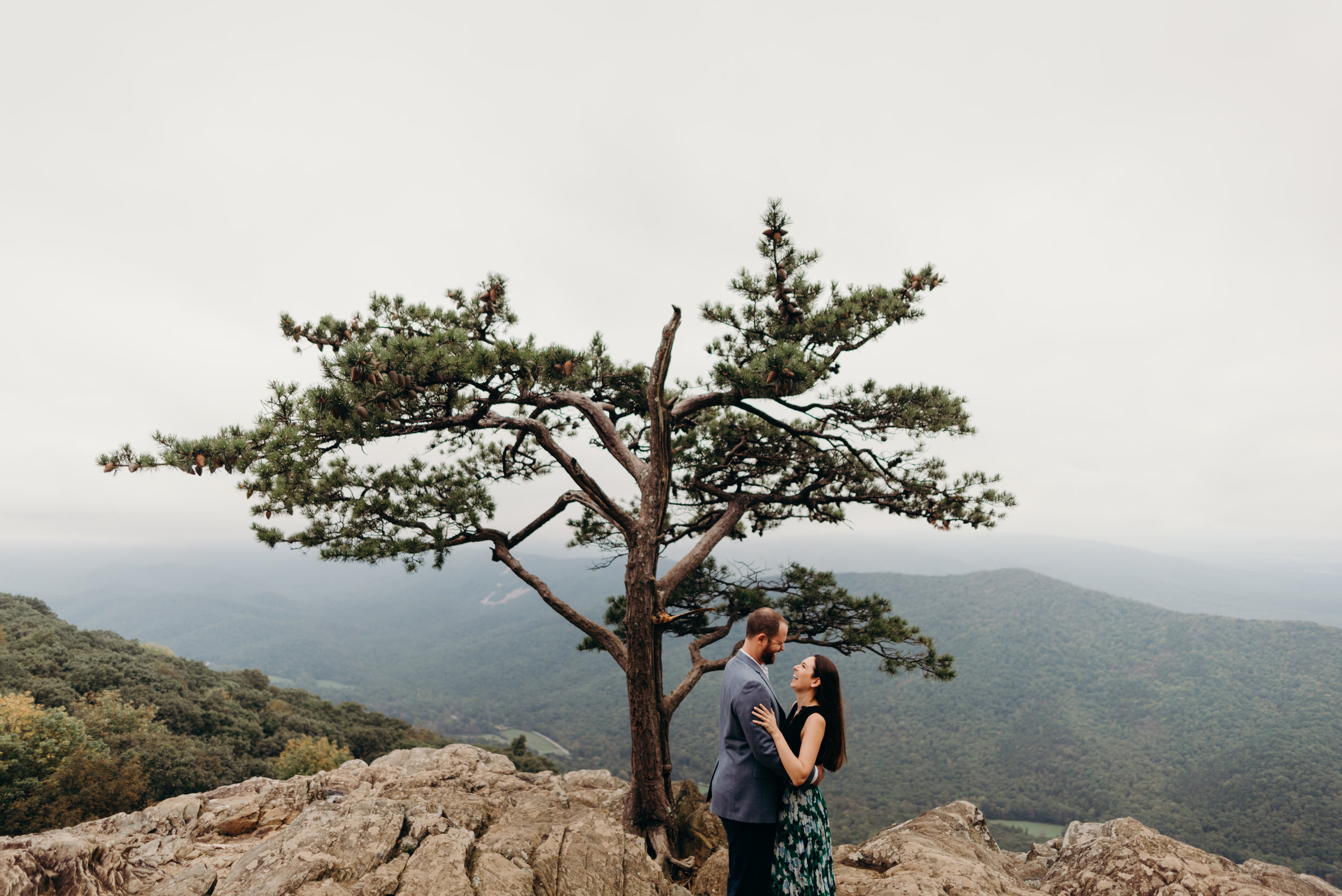 laura-chris-skyline-drive-engagement-session-virginia-wedding-photographer-lindsey-paradiso-1169.jpg