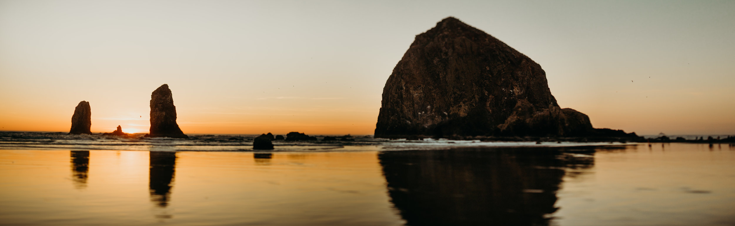 landscape shot of Cannon Beach in Oregon at sunset