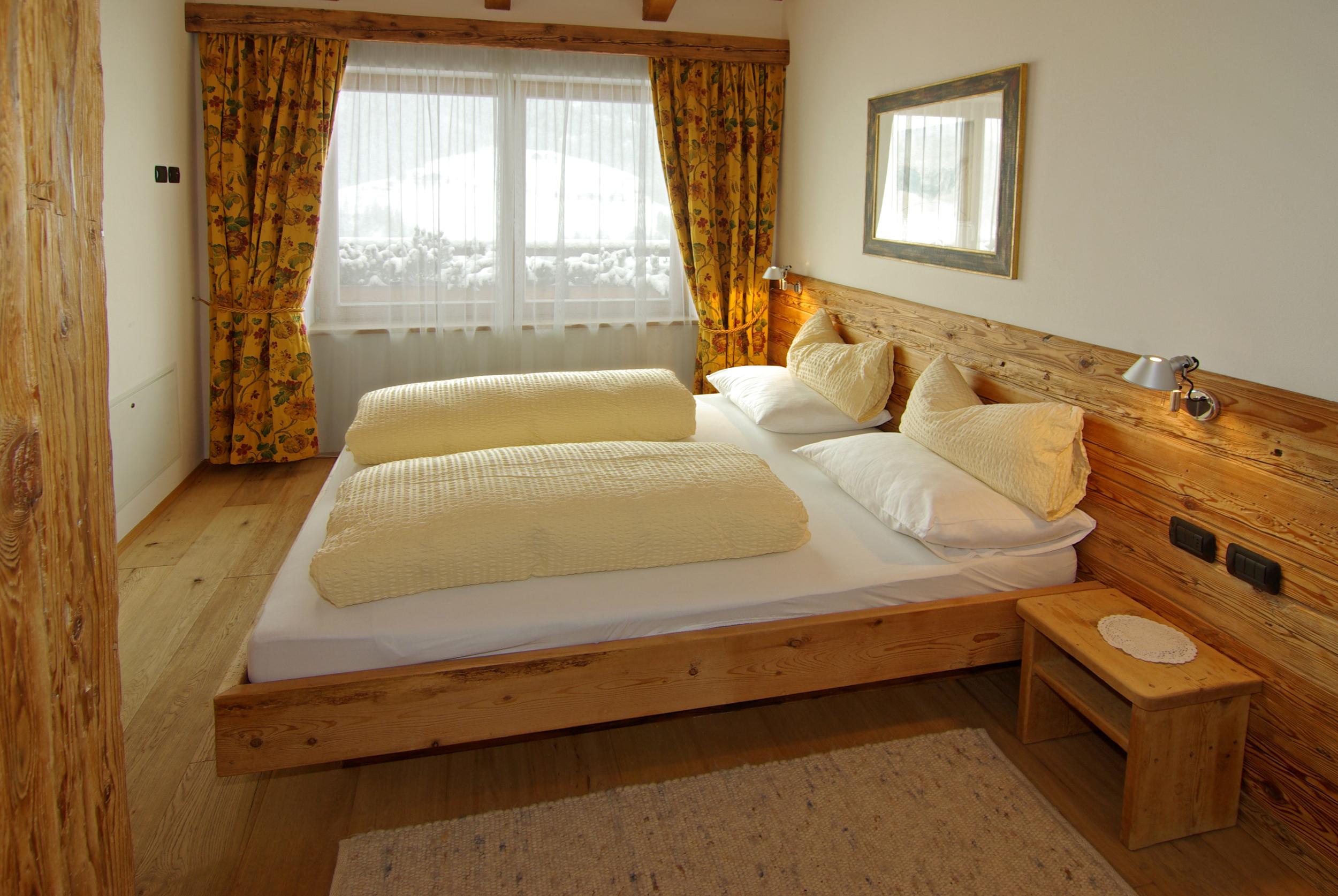 Schlafzimmer 1-1.jpg