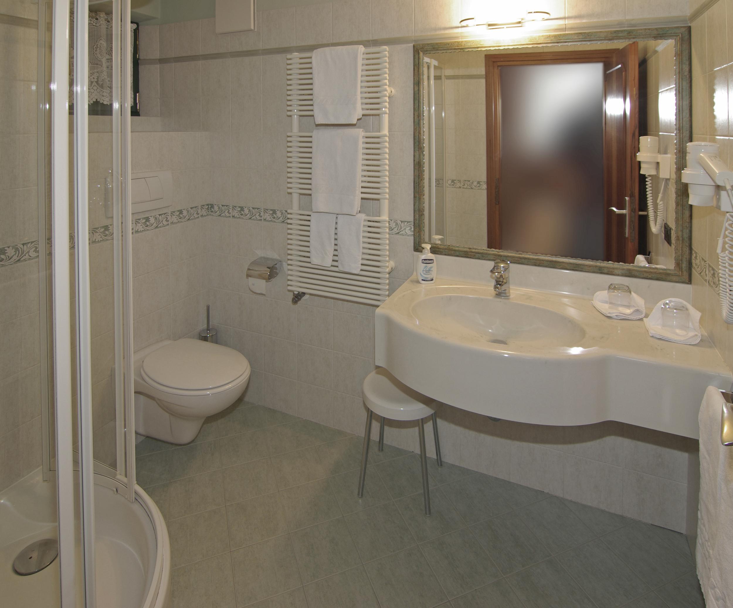 Badezimmer 2.jpg