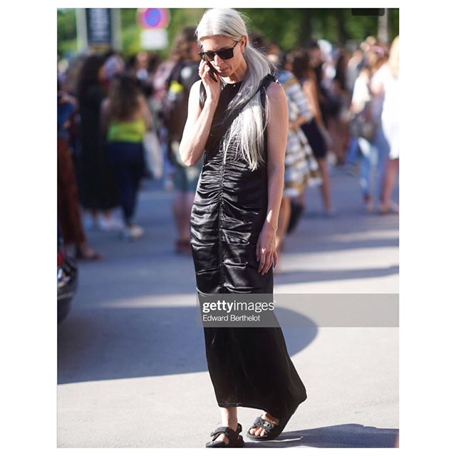 The gorgeous @sarahharris, deputy editor of British Vogue, wearing the CQ Regio dress at Paris couture week last month. #womeninquin #mollinocollection #paris #pariscoutureweek #cqmuse #sustainablewardrobe #black #streetstyle