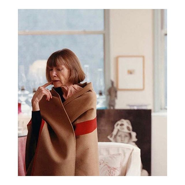 Friday muse: Joan Didion looking pensive & cosy, by Tina Barney #joandidion #tinabarney #femaleauthors #femaleartist #icon #culture #fridaymood #cqmuse