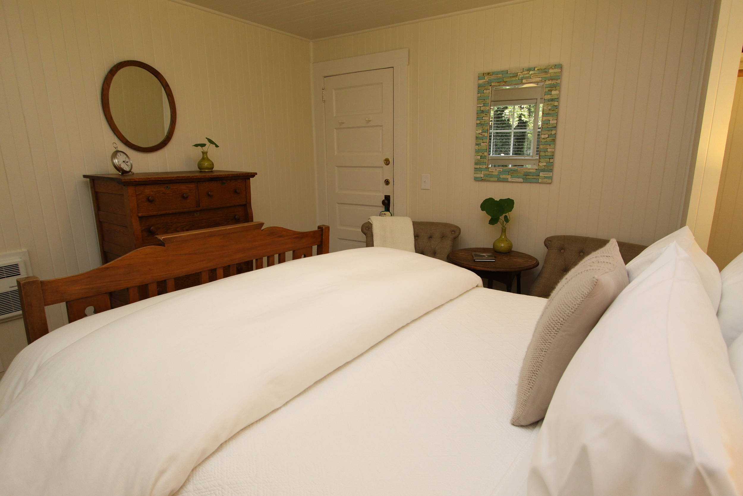 White Gate Room at Ten Inverness Way Lodge