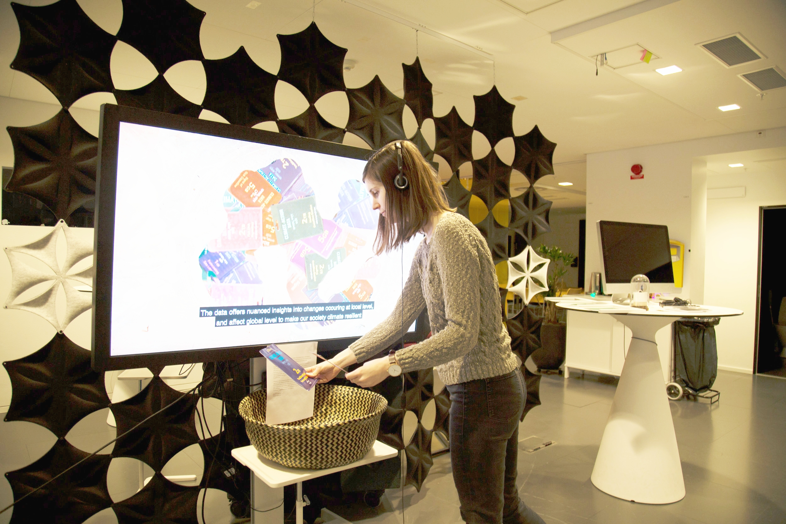 Exhibit at Humlab  -Visitors engaging with the climate data action data packages