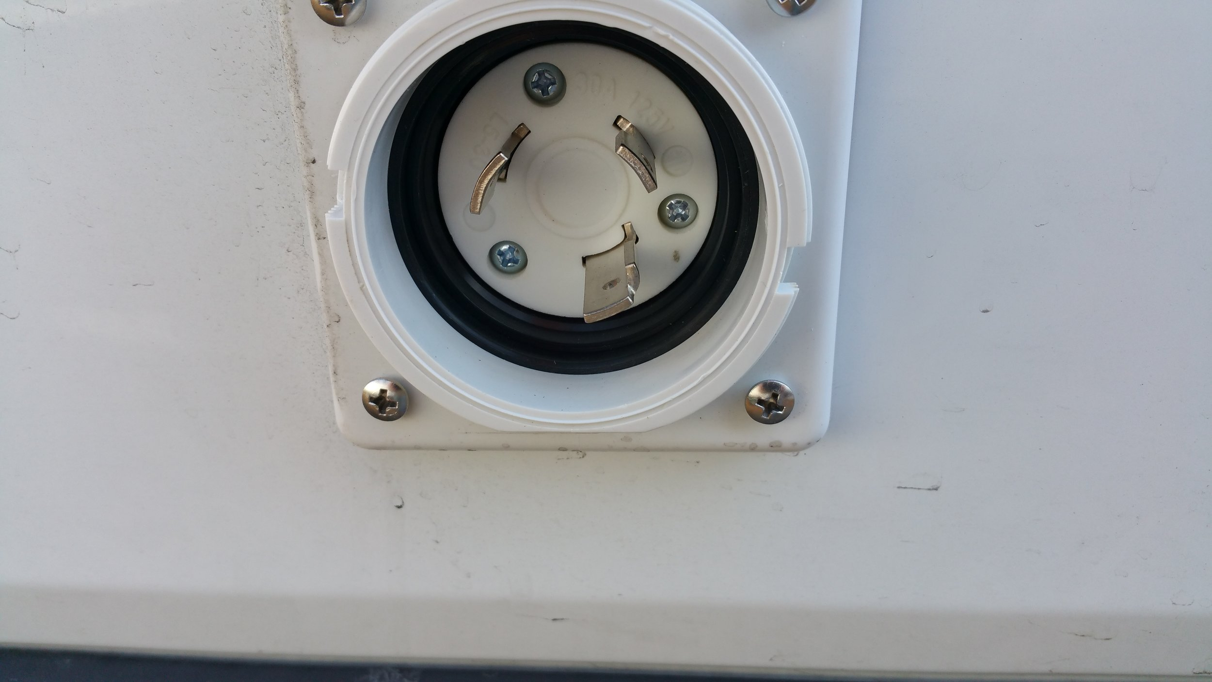 30 amp plug on driver's rear