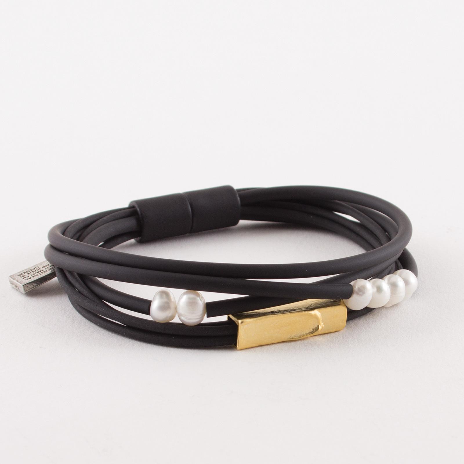 AnneMarieChagnon_2018_Bracelets_Folam_Or-Gold_Perle-Pearl_PVC-1.jpg