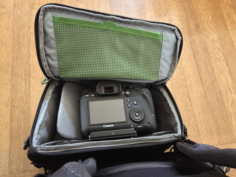 EOS 6D with 24-70mm f/2.8L lens mounted inside the Horizon's waist belt