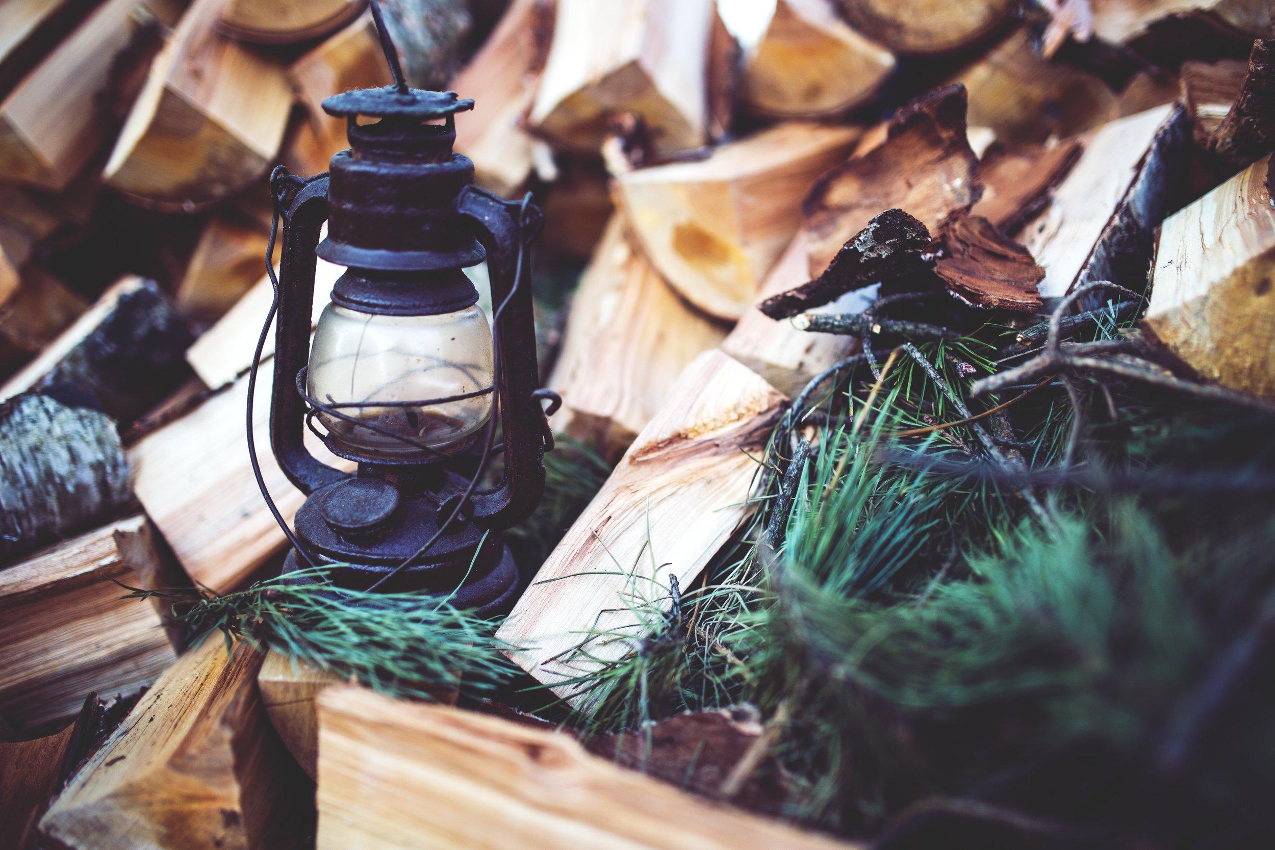wood-vintage-brown-lamp.jpg