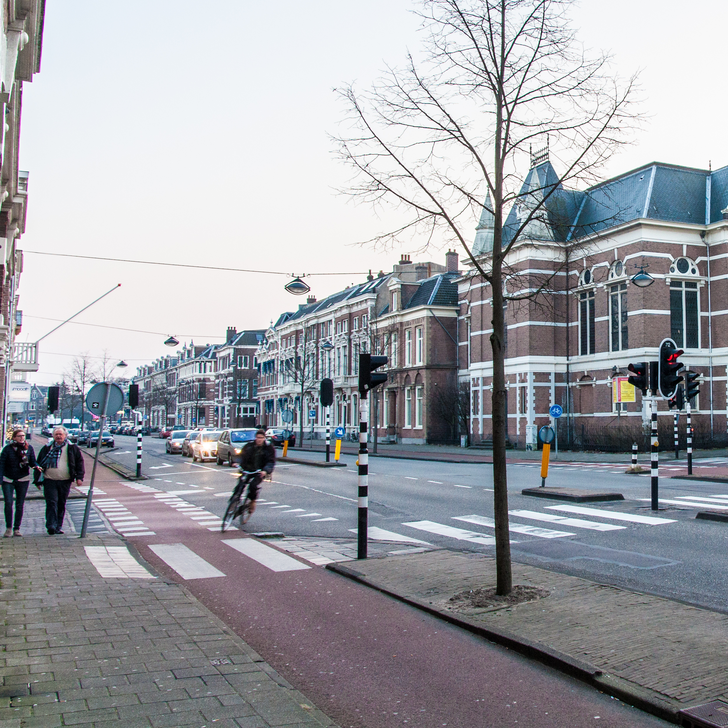This street is on the edge of Haarlem's Centrum area withcompletely separated lanes and signalling.