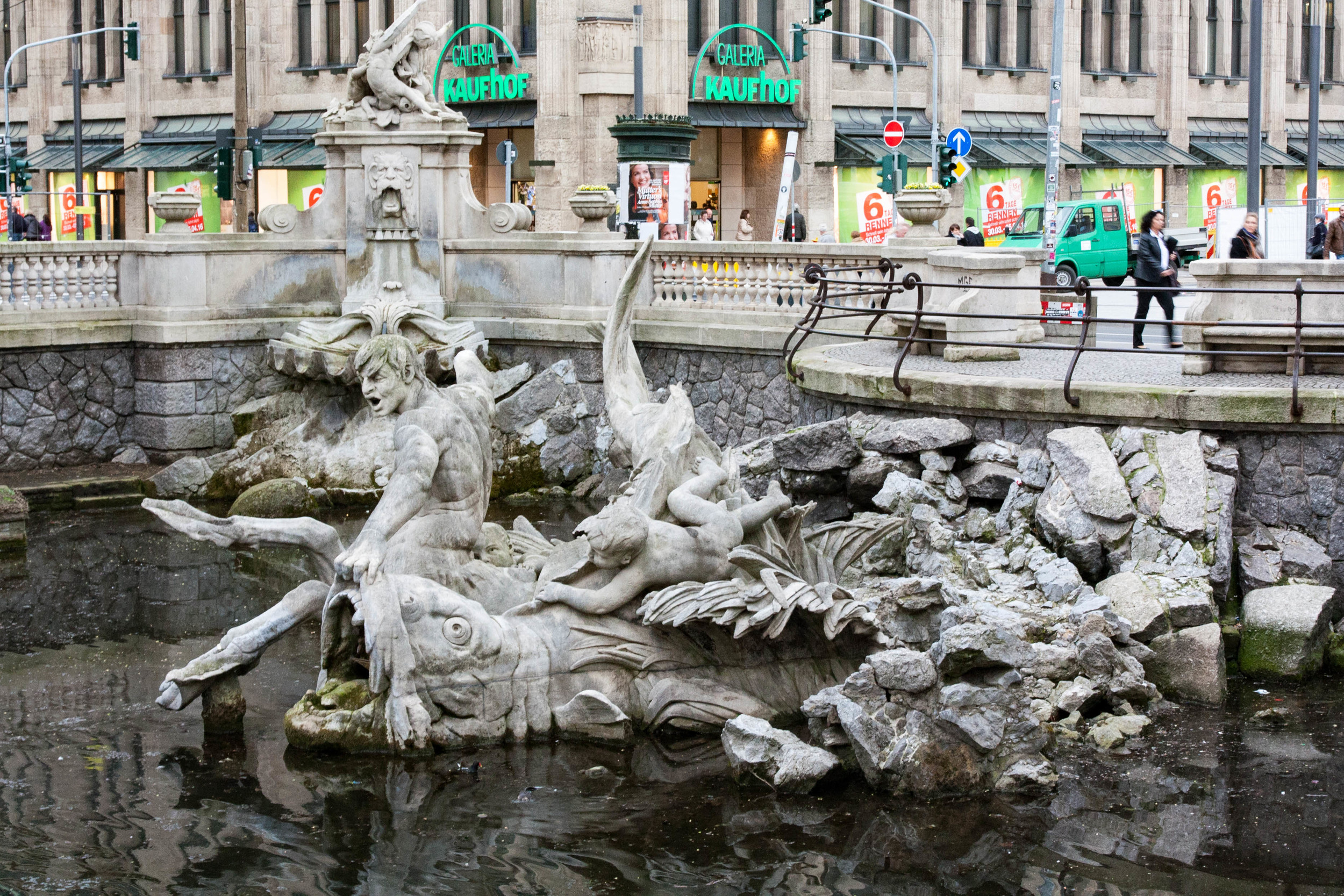 Dusseldorf Canal Fountain
