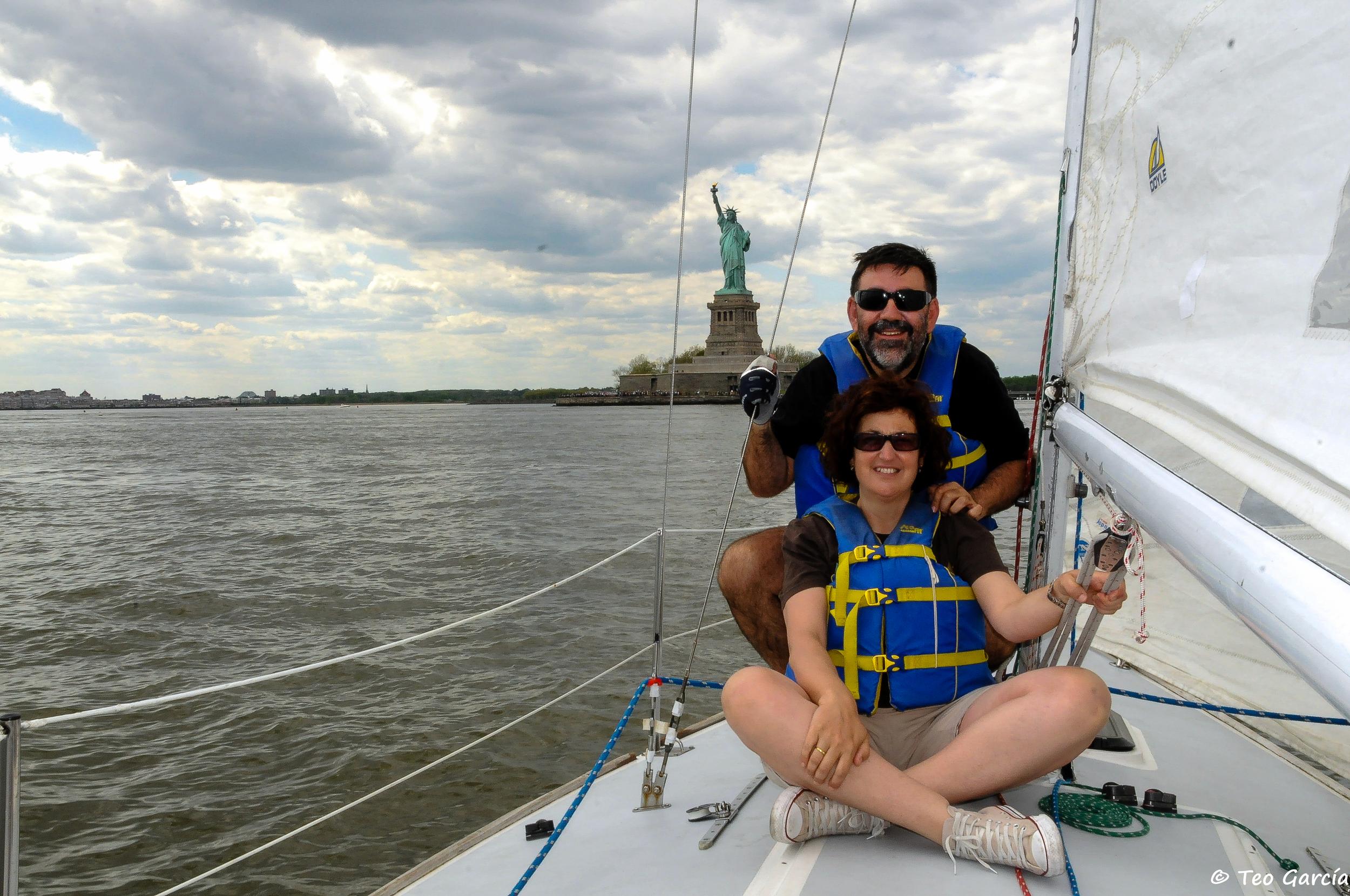 Mari y Teo with Lady Liberty.jpg