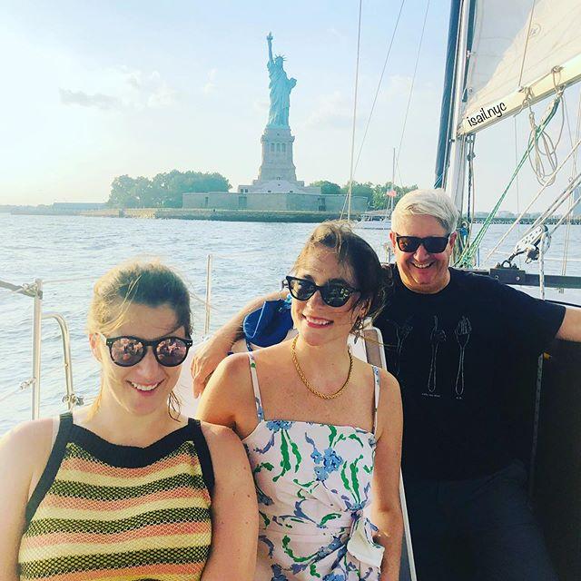 Happy hour time sailing the harbor! #sailinginnyc #nycsailing #newyorkharbor #newyorksailing #sunsetsailing #nycsunsetsailing #sailingnyc #sailingchartersnyc #nycsailingcharters #sailboat #adventure #newyork #charternewyork #sailing #mustsee #sailingaway #hudsonriver #nyharbor #sailing photography #manhattanskyline #jerseycity #isailnyc #jerseycitycharters #boating #nyc #birthdayparty #proposal