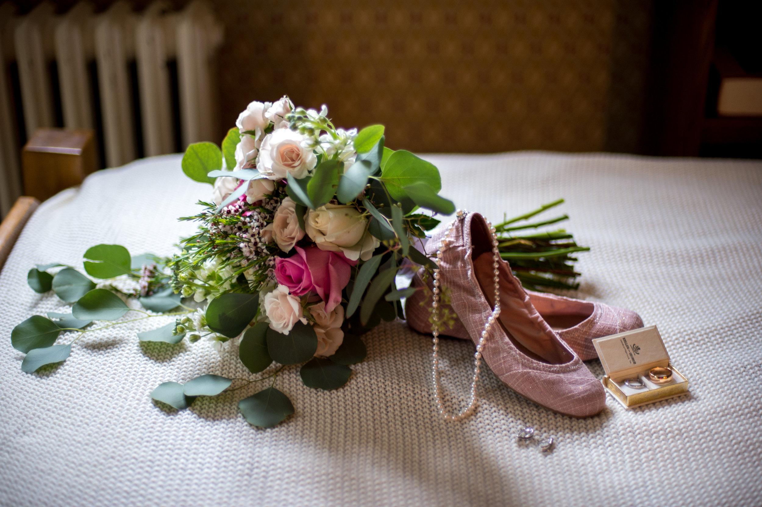 Lora Jesse Wedding-Getting Ready-0021.jpg