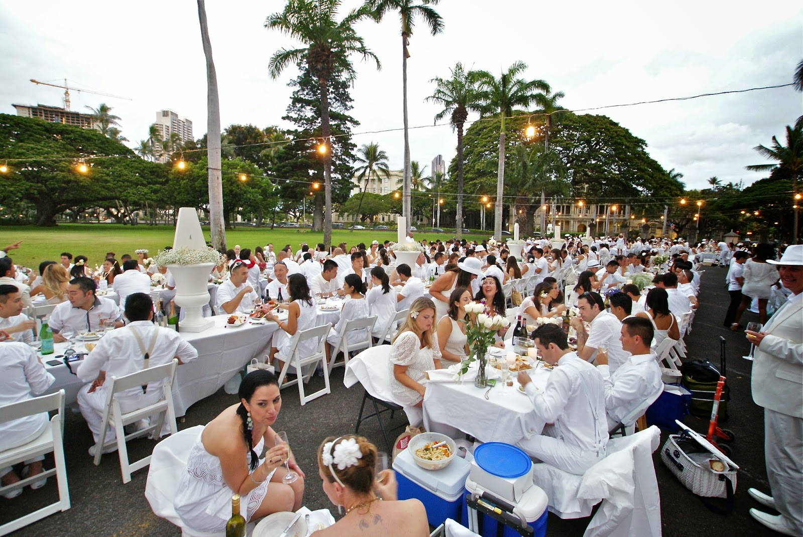 Iolani Palace served as the backdrop for Hawaii's inaugural Diner en Blanc.