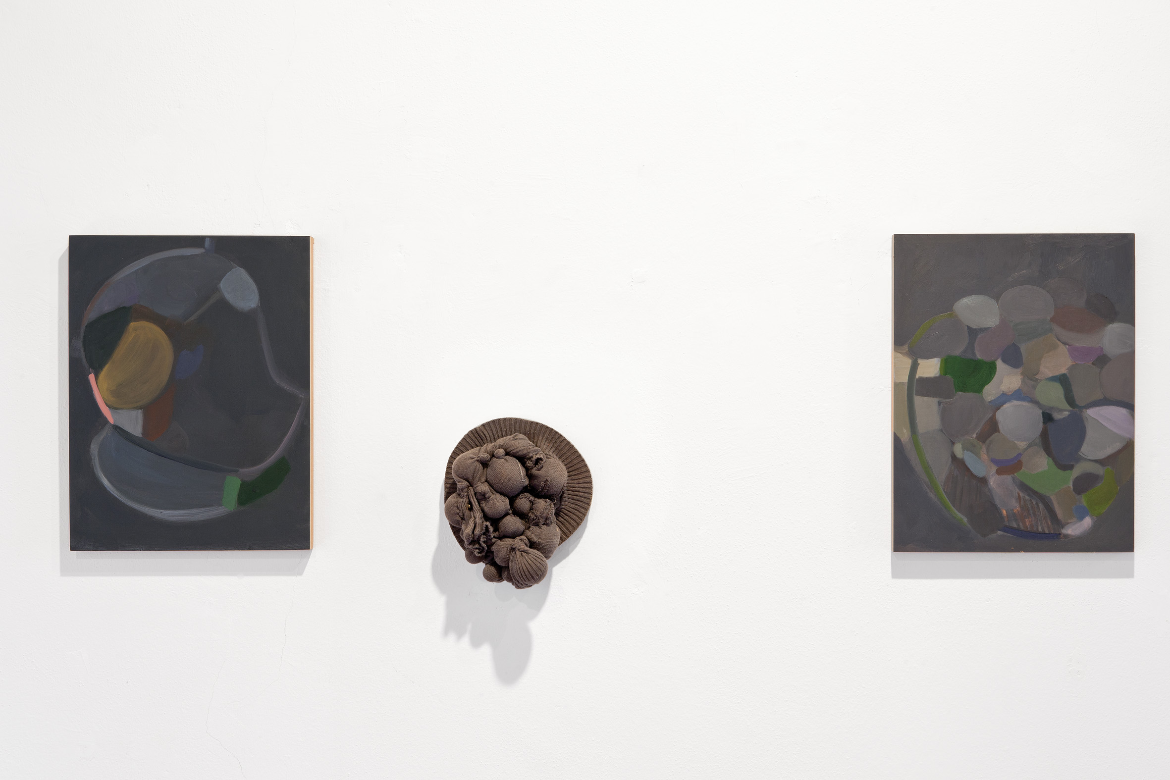 Beatrice Meoni -  So small  2016 - Olio su mdf - cm 40x30x2/ Silvia Vendramel -  Still life  1007 - Tessuto imbottito e marmo - cm 21x20x10