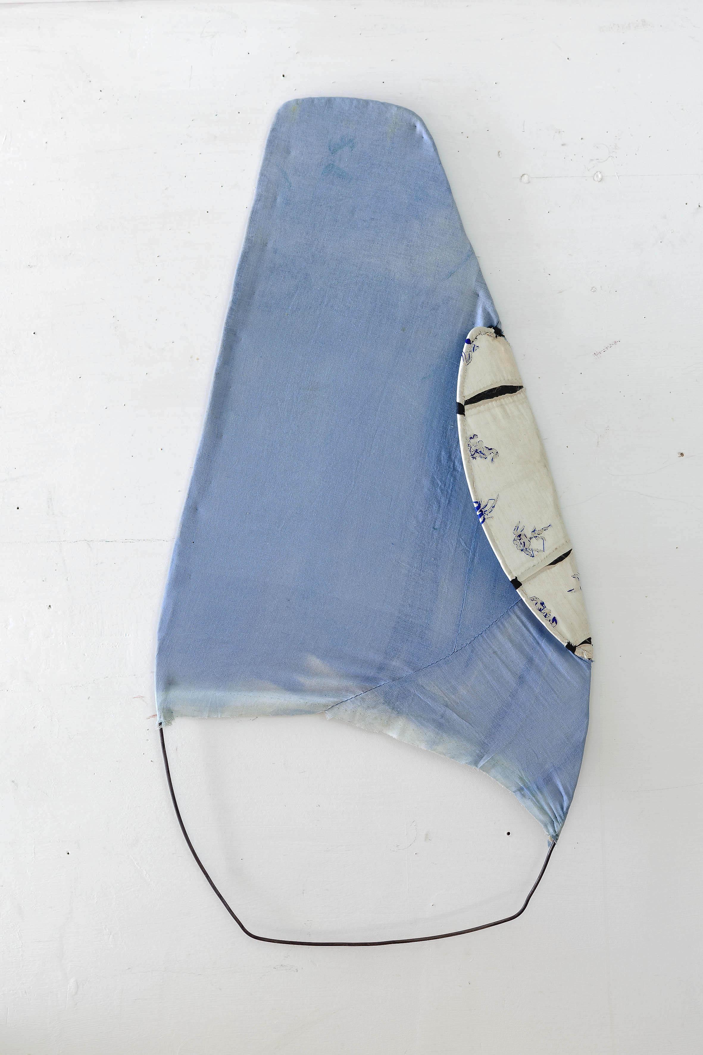 Senza titolo  - Ferro e tessuto - cm 93x45x7  Foto Nicola Belluzzi