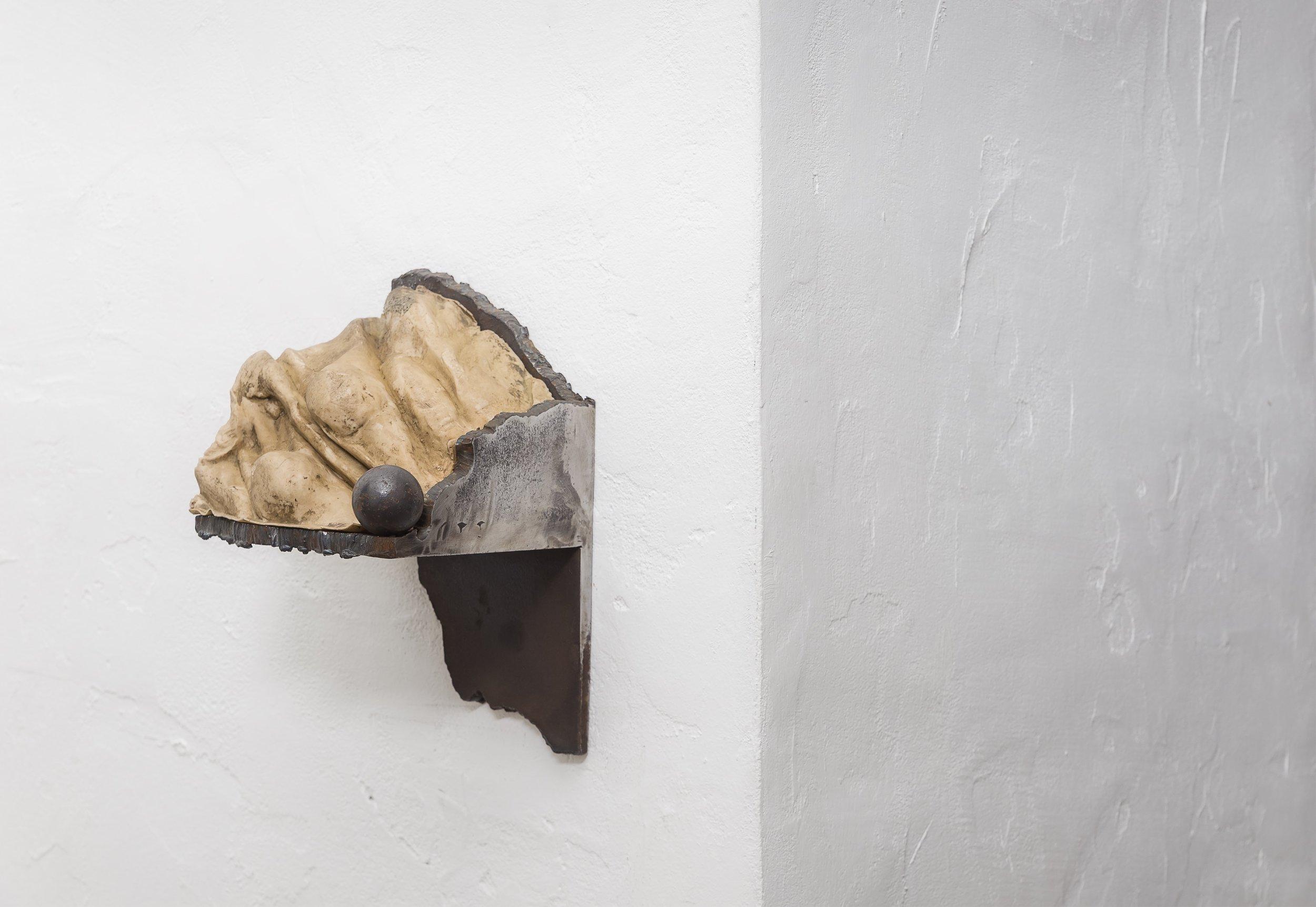 Carrara, la sculpture  1997, ferro e silicone, cm 30x18x16