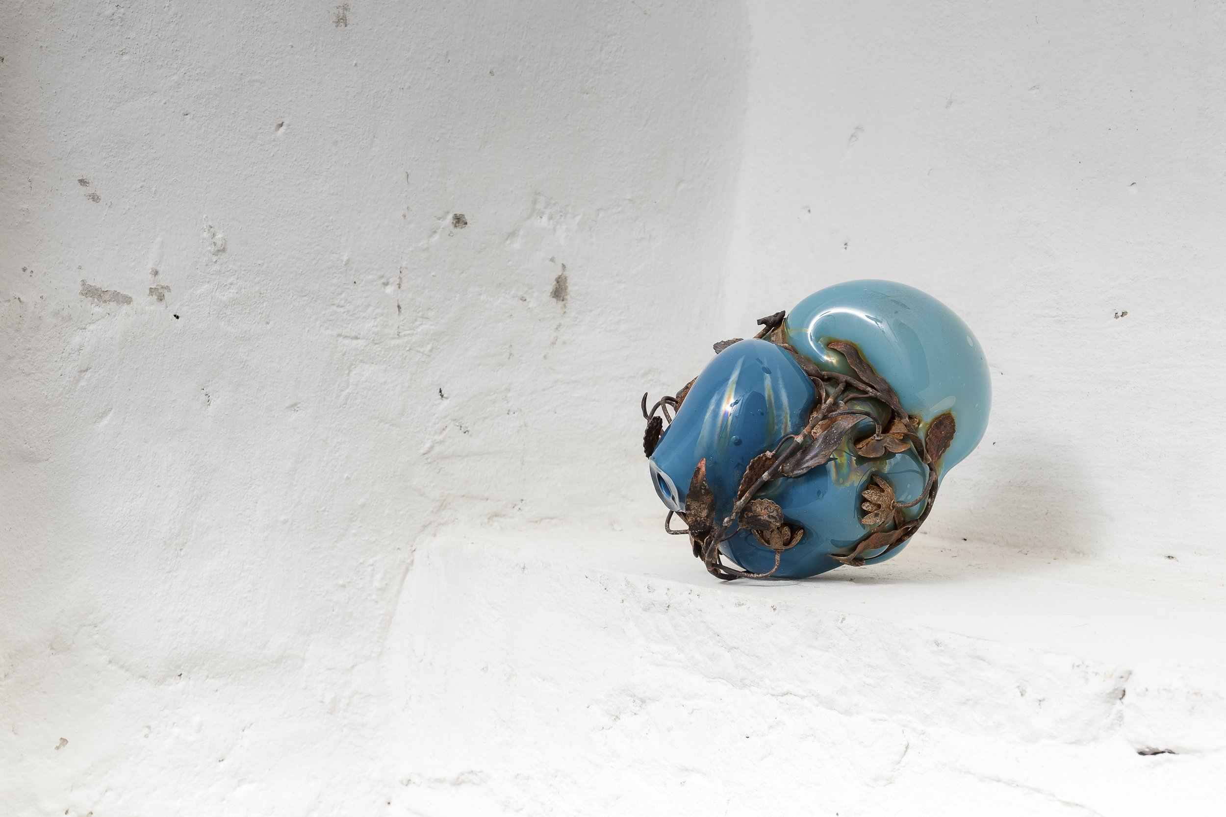 Soffio#21 , 2014, vetro soffiato e metallo, cm 22x30x25