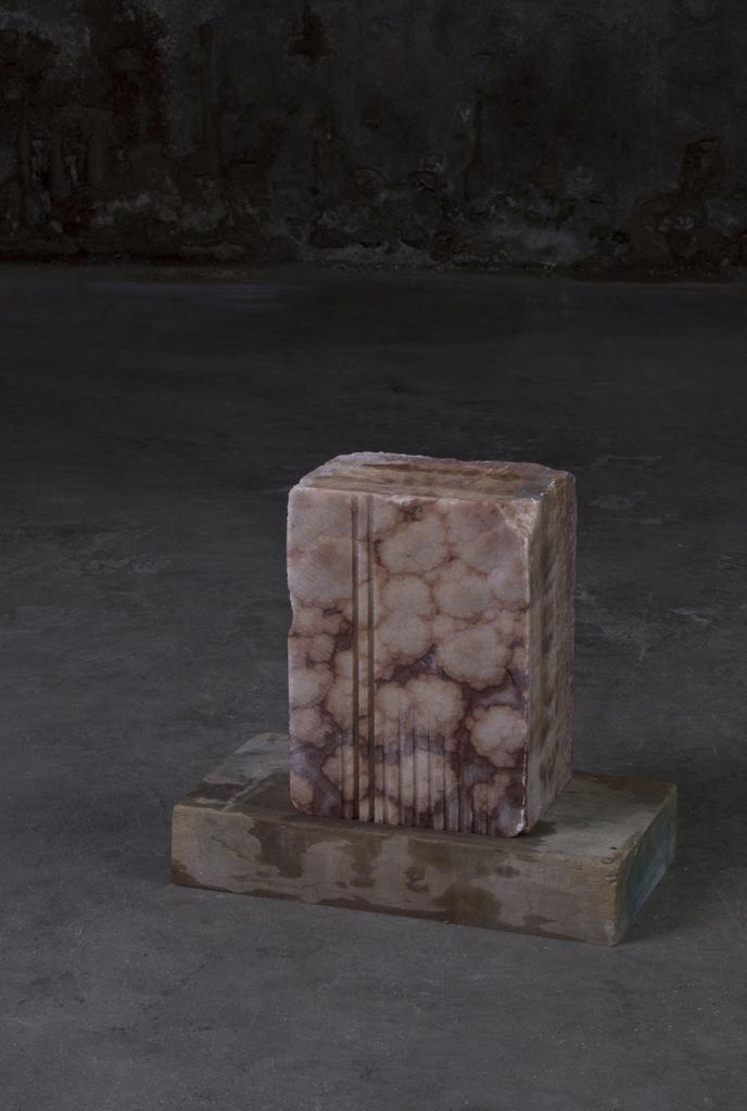 Autoritratto in forma di pietra 2013 - Onice, legno e acqua  cm 40x36x22