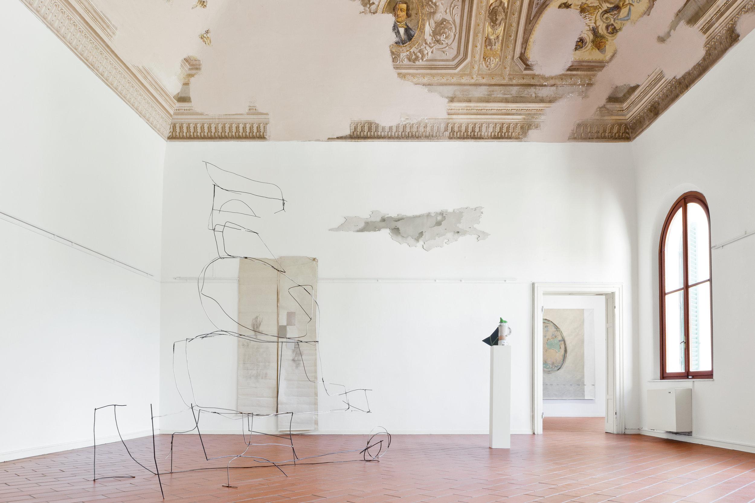 Corpo mobile  2016 - Tondino di ferro - cm 240x270x110 - Vista parziale dell'esposizione  L'attenzione è tessuto novissimo , Villa Pacchiani