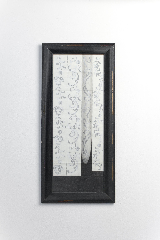Senza terra #22  - 2013 - matita grassa su carta da ricamo e cornice - cm 100x46x2