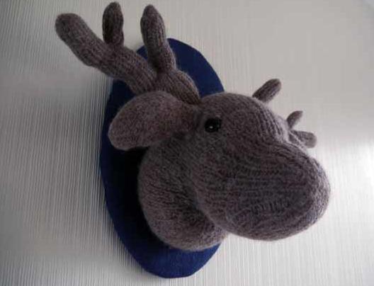 Knitted dear head - vegan taxidermy