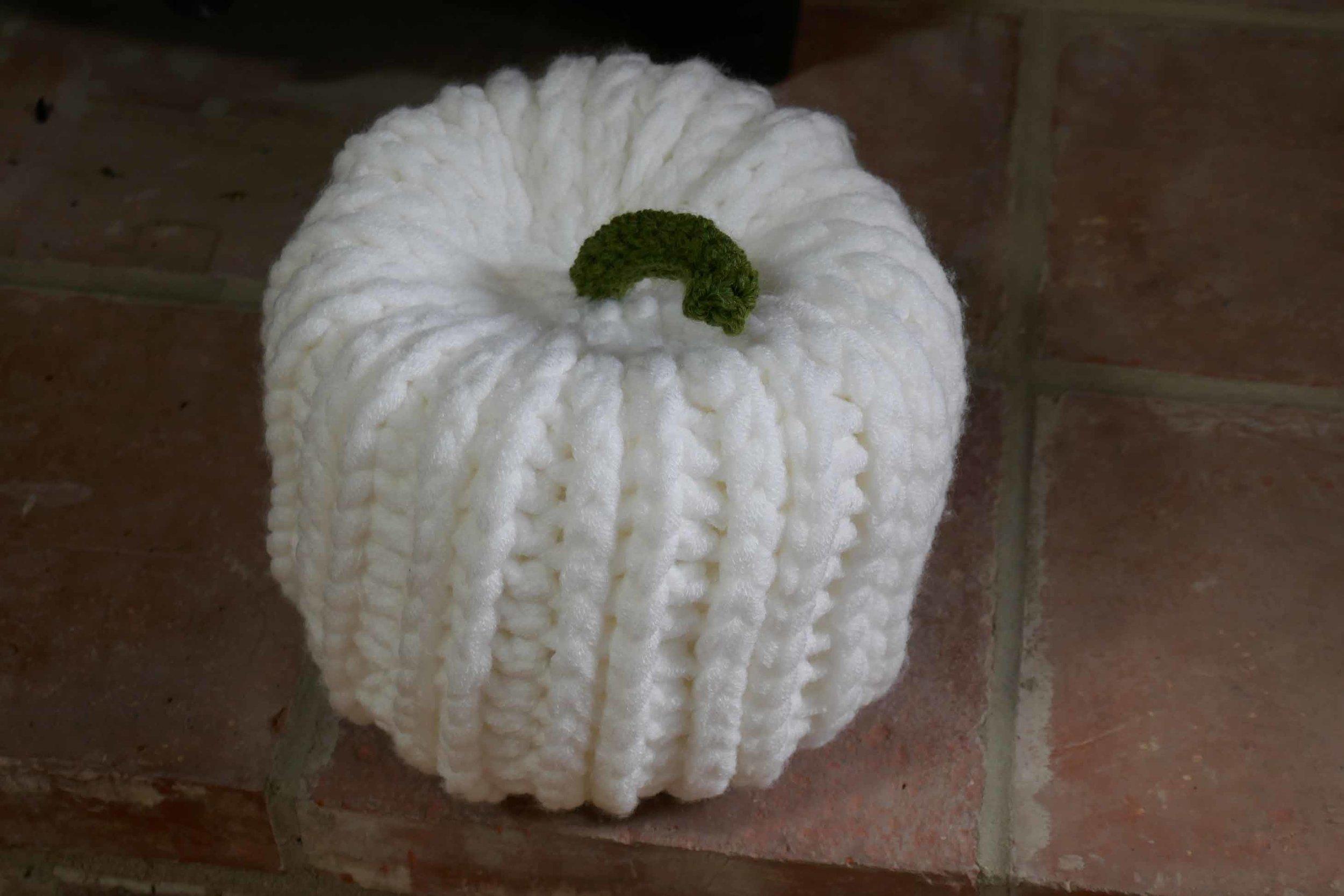 crochet pumpkin3.jpg