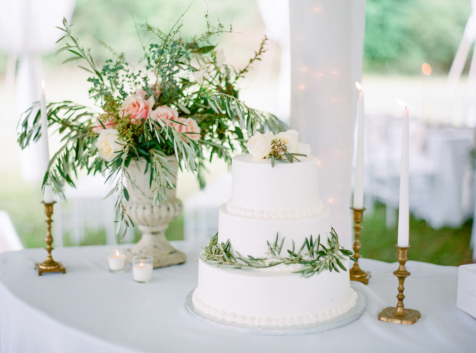 Wedding Cake With Greenery | Fine Art Crestview Florida Wedding | Jennifer Blair Photography
