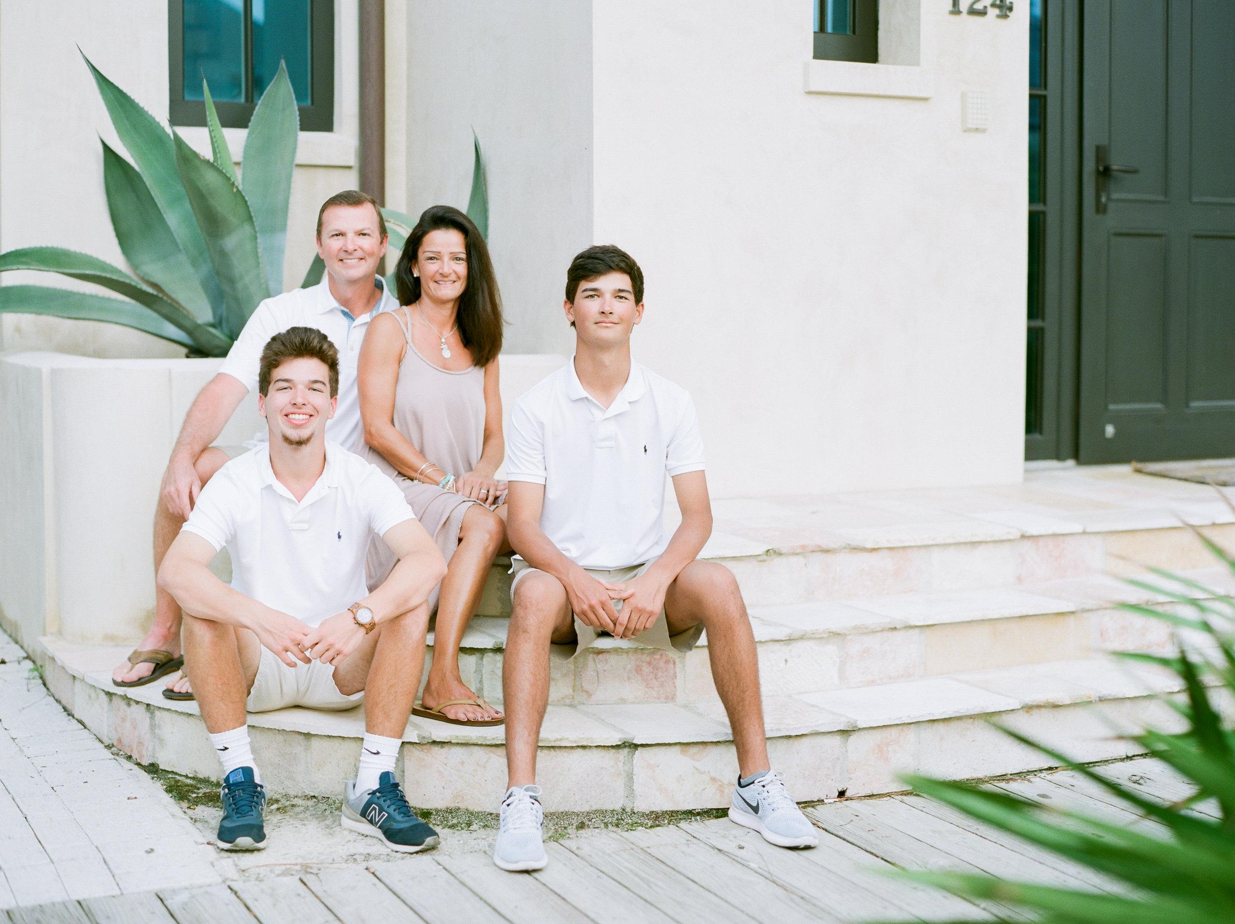 rosemarybeach-family-photographers-kayliebpoplinphotography