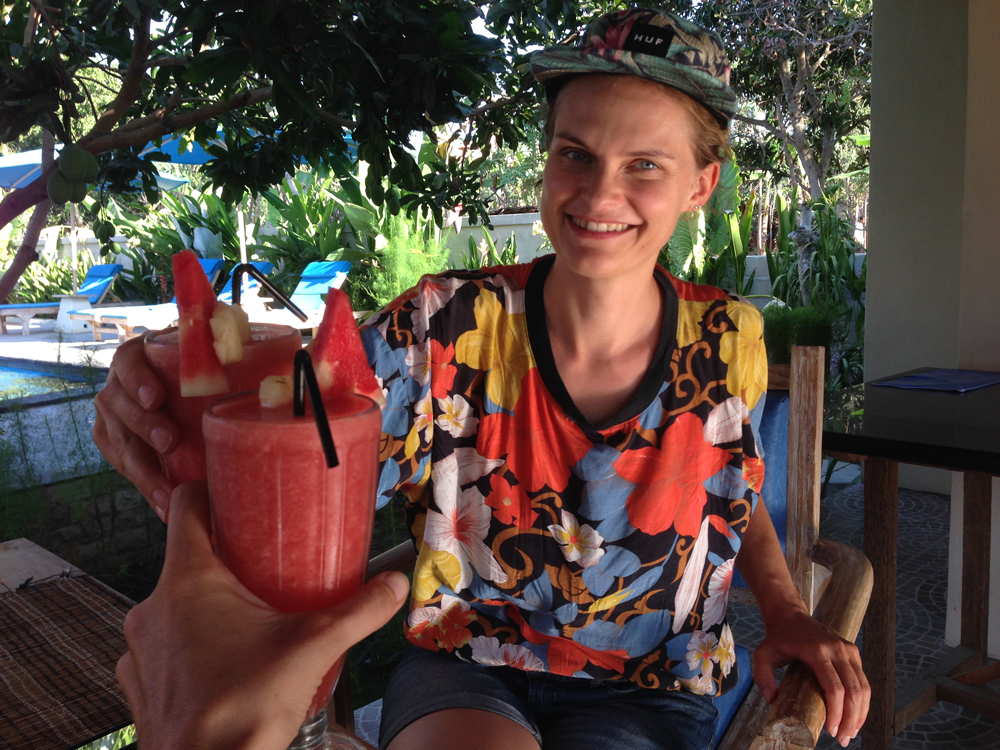Local fruit shake with a new friend in Nusa Penida