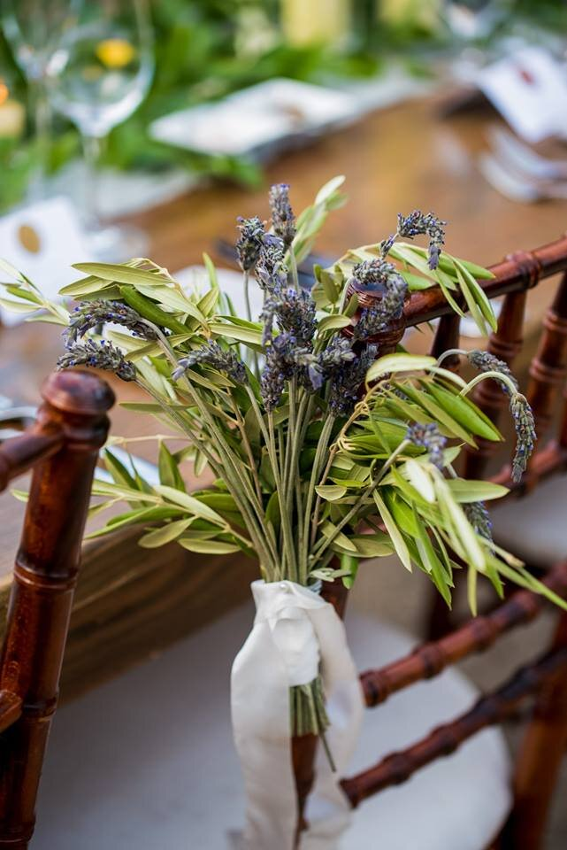 Image by:  George Street Photo , Floral by:  Heirloom Event Co.