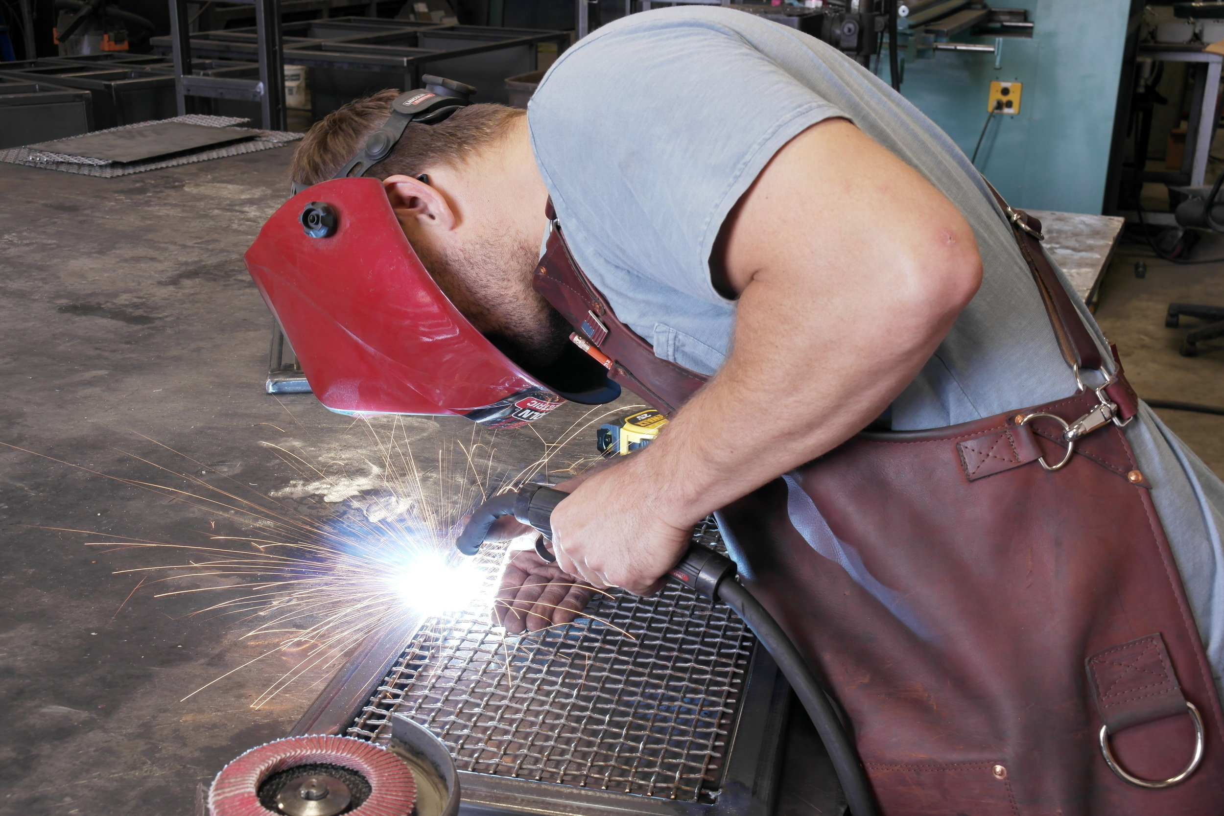 shop apron - work apron - leather apron - custom leather heavy weight apron - custom leather apron - custom leather shop apron - metal fabrication apron - welding apron
