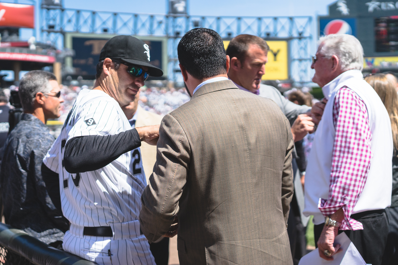 Something you wouldn't normally see... Robin Ventura fixing Ozzie Guillén's button while Jim Thome fixes Hawk's mic.