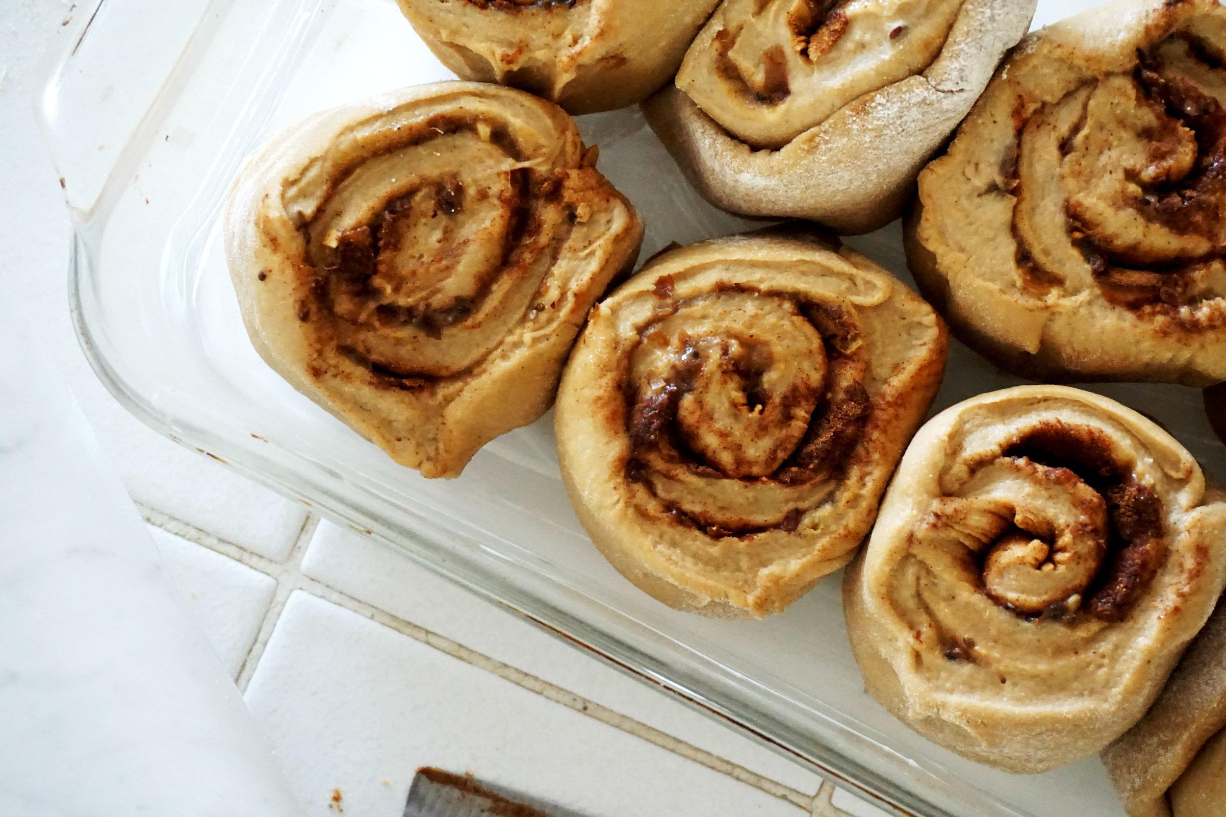 cinnamon roll pan2.jpg