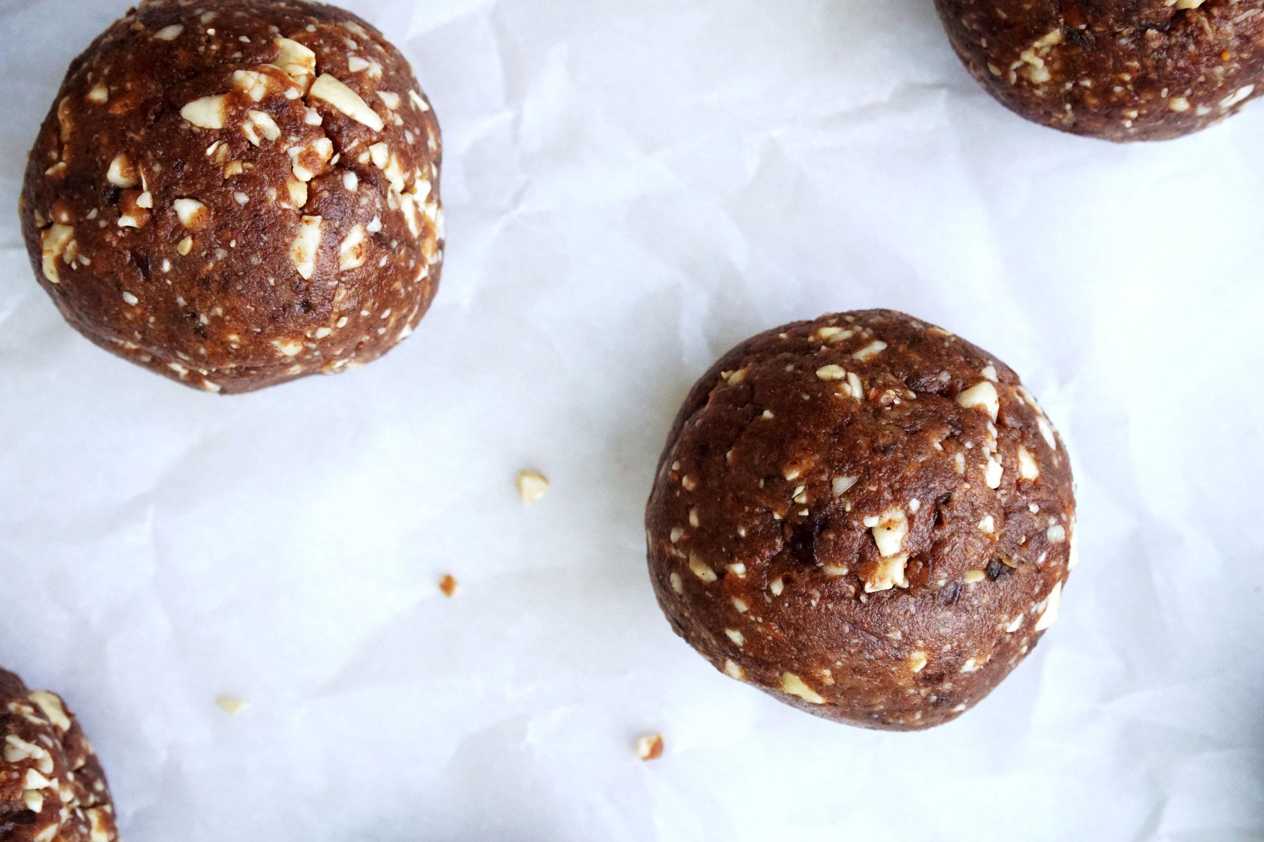 Salted Almond Butter Cacao Cashew Bites (Paleo, GF, Vegan)