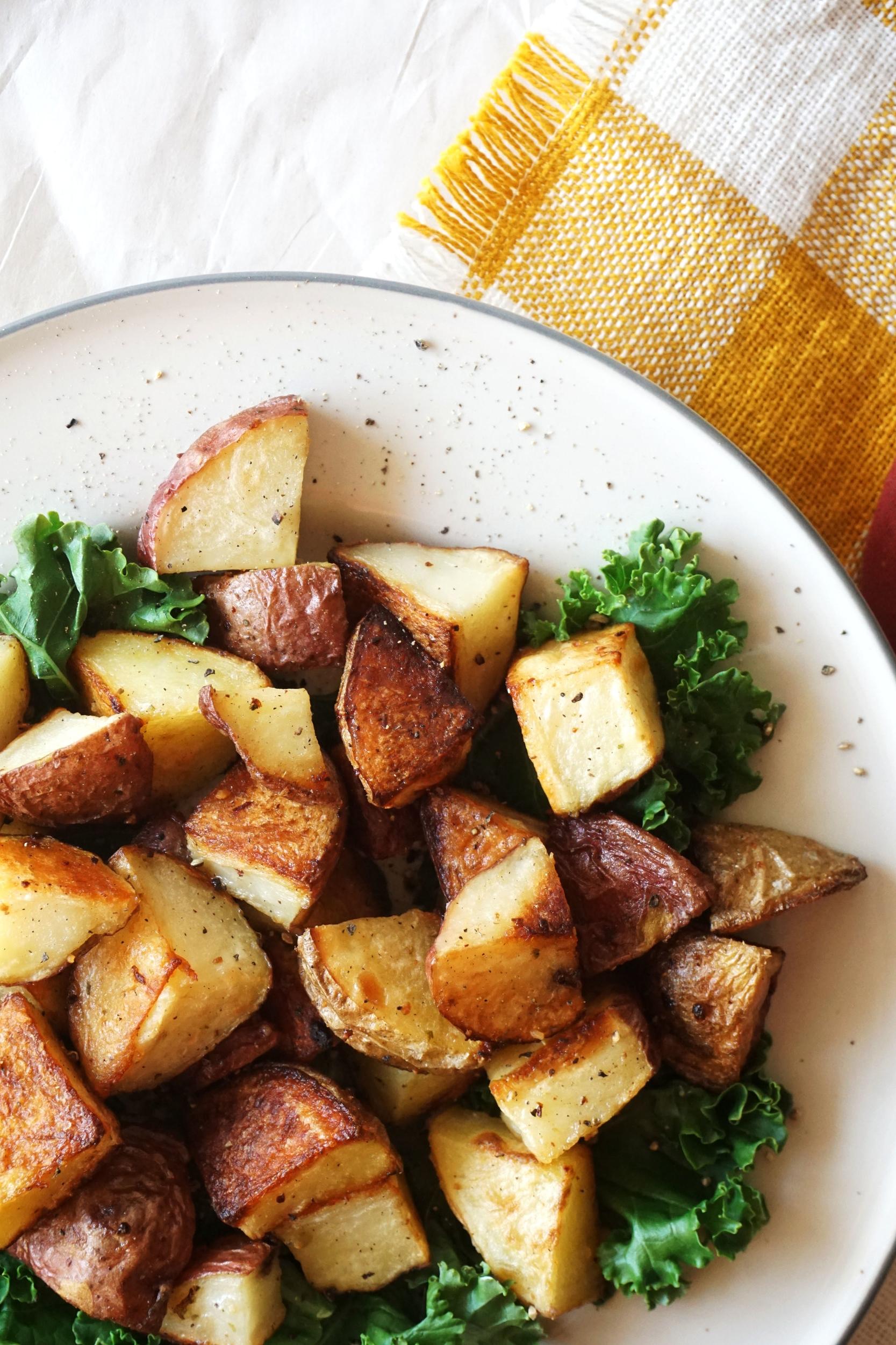 Crispy Skillet Roasted Garlic Potatoes (Vegan, GF, Paleo)