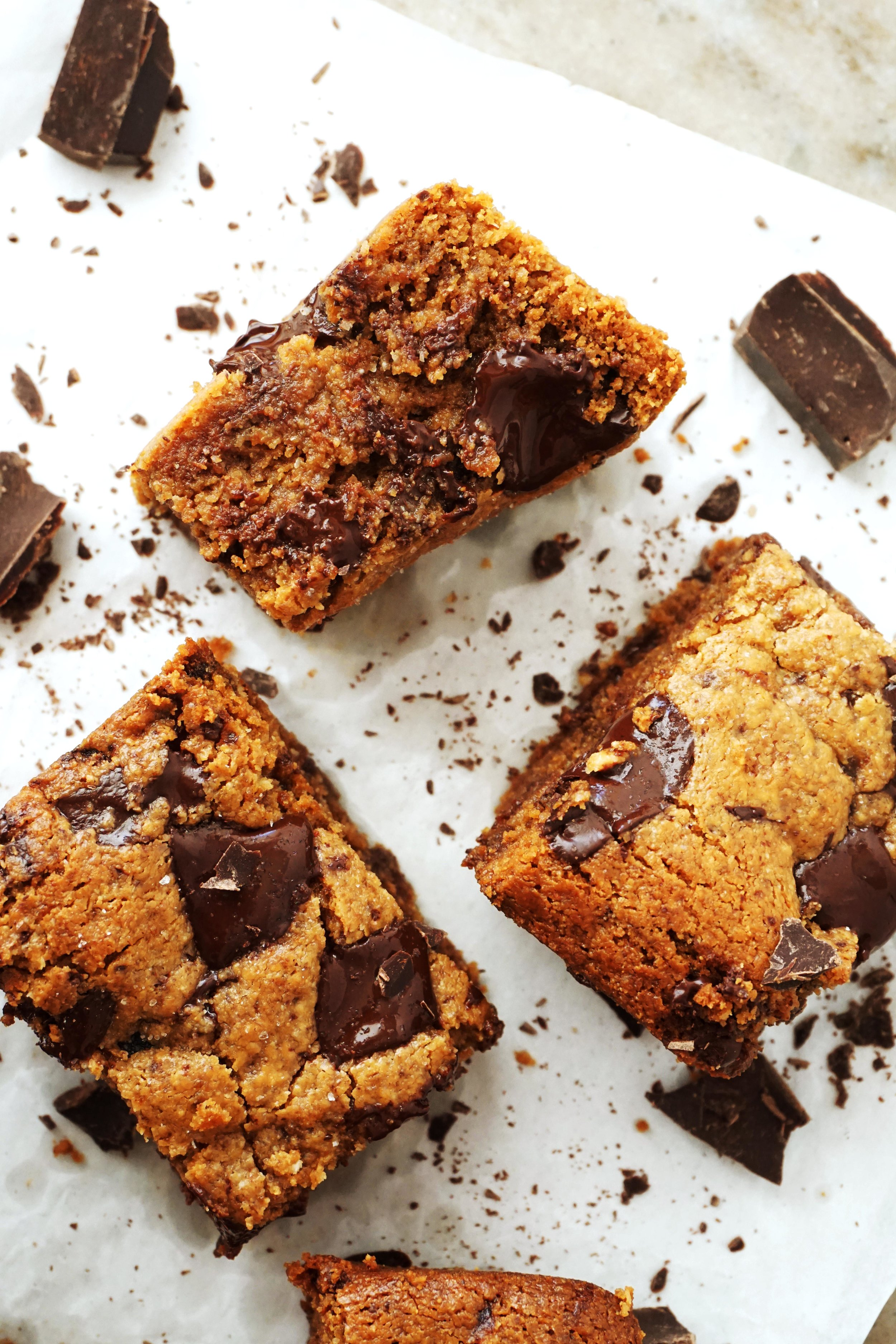 Salted Cashew Dark Chocolate Chunk Blondies (Paleo)