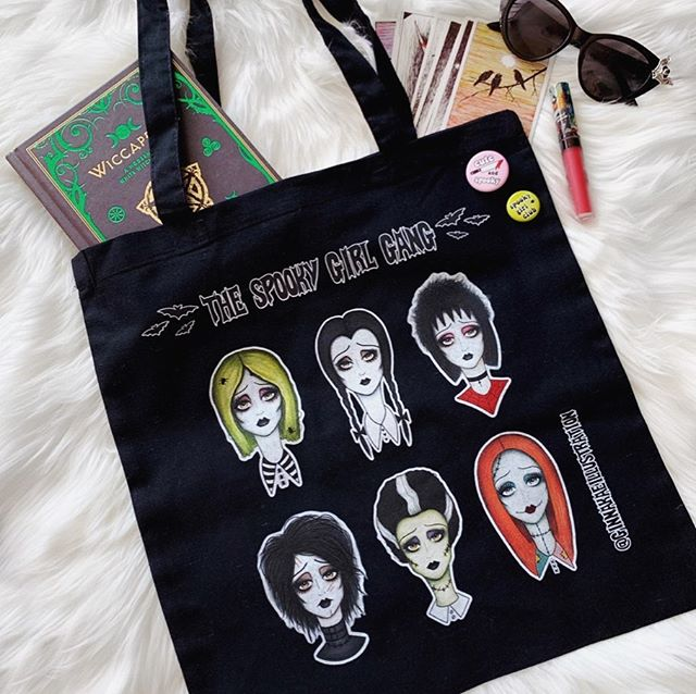 Don't forget to come see me and all my spooky ghouls this weekend at @midsummerscream 🖤👻 Spooky girl gang tote bags will be available at my booth for only $10 (normally $15)! I'm booth number 738 🕷 Grab your tickets now and use my discount code GINNAKAE for 20% off! See you all this weekend 🦇🦇🦇#ginnakaeillustration