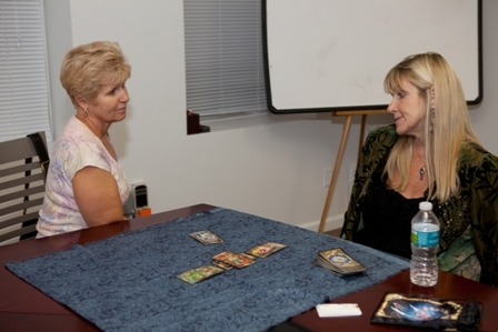 Mary Collins read tarot and her Toy Oracle!