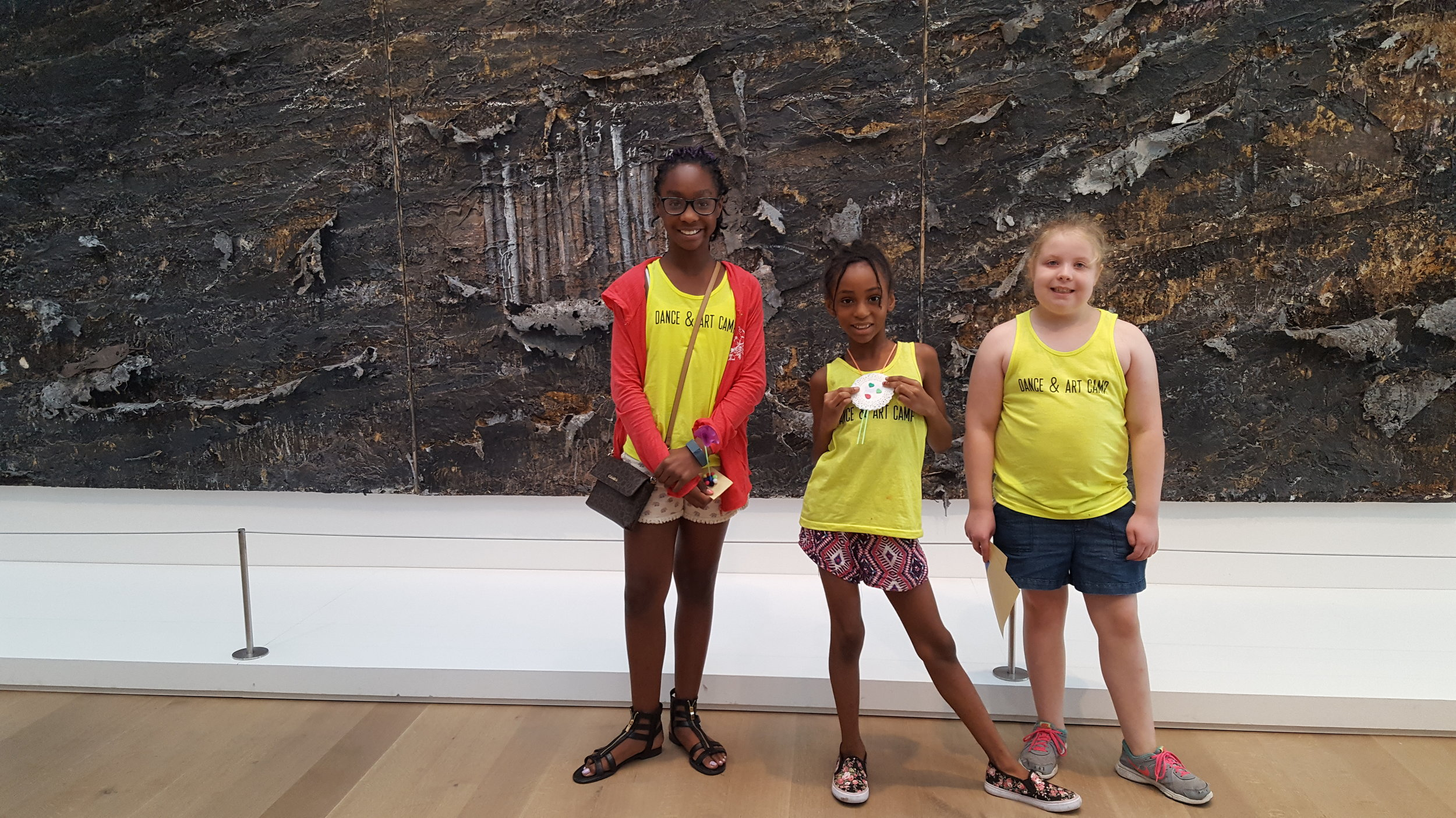 Students on a field trip to the St. Louis Art Museum