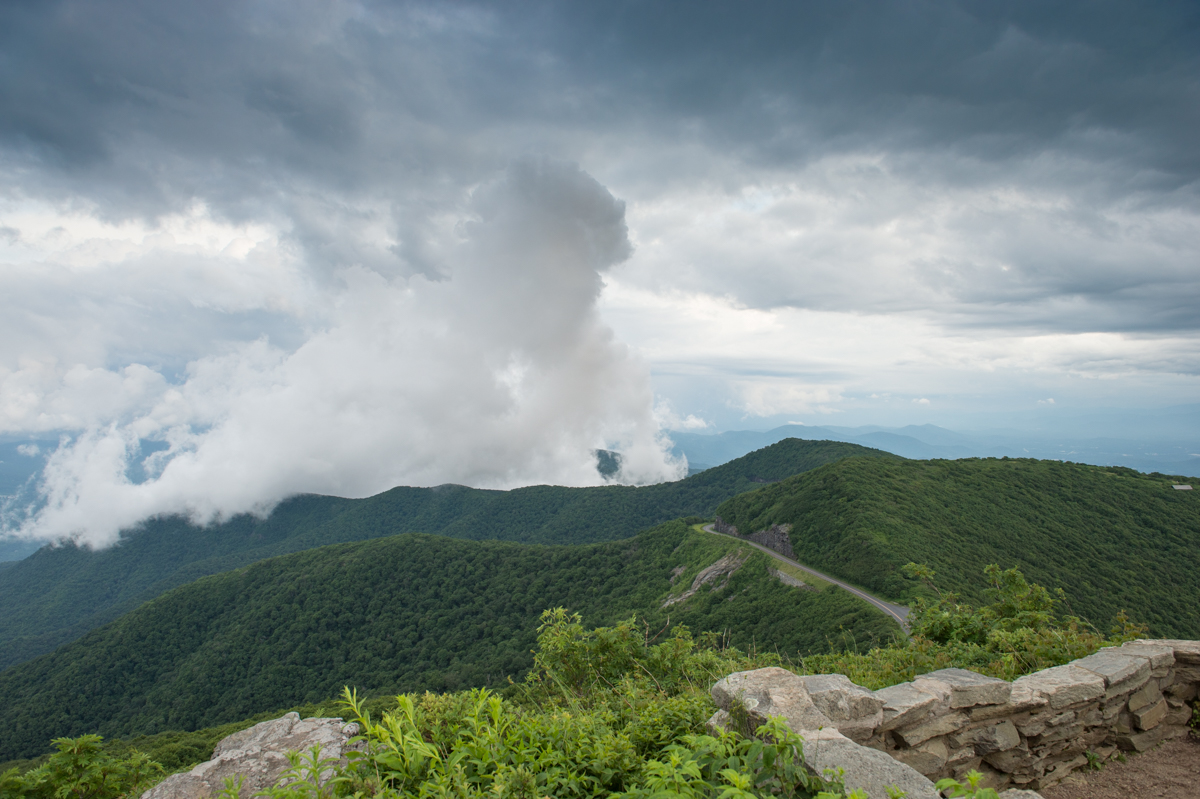 Clouds roll in at top of Craggy Gardens Pinnacle