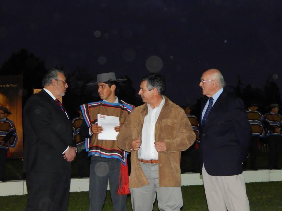 Alfredo Acevedo recibiendo Premio Dole Chile S. A.
