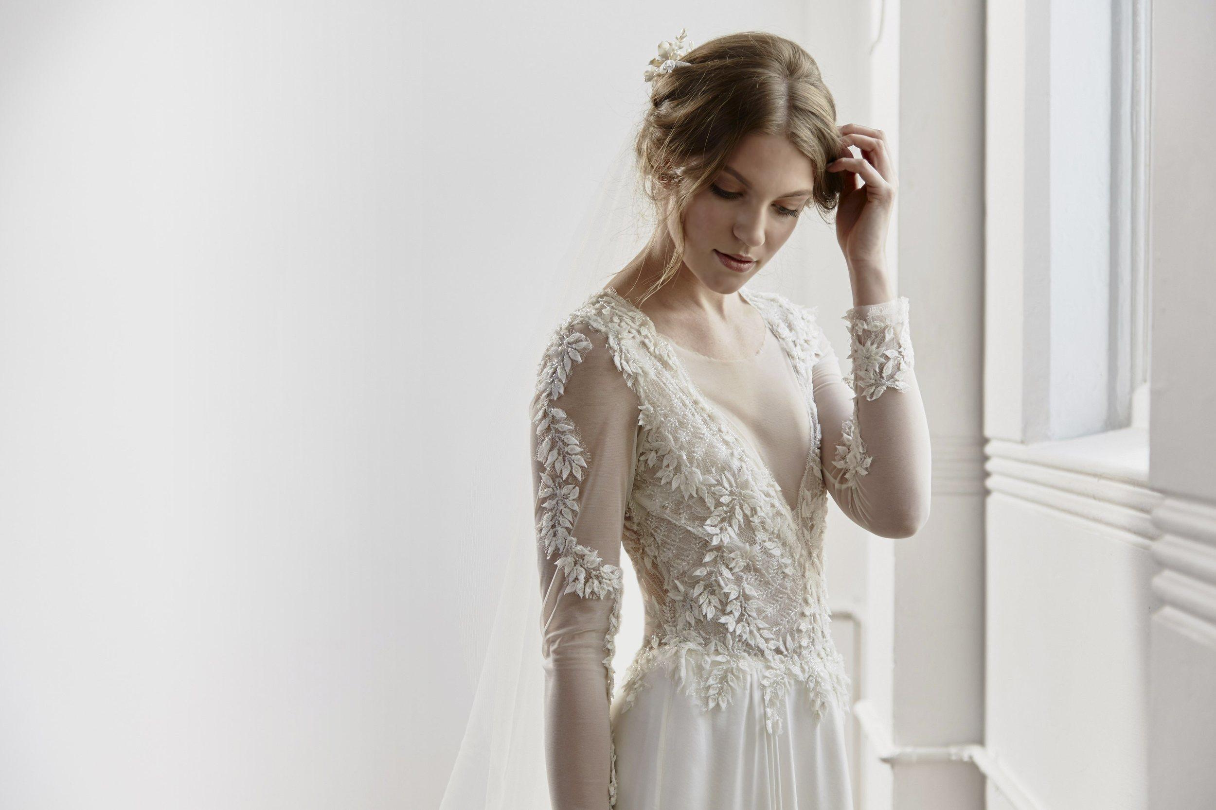 Willow_TanyaAnic_©GrantSparkesCarroll_012_Lowhero vintage inspired bride.jpg