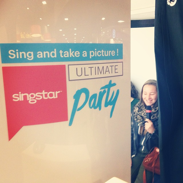 Sing and take a picture in the photobooth! #singstar #ultimateparty #playstation #brusselzuid #station