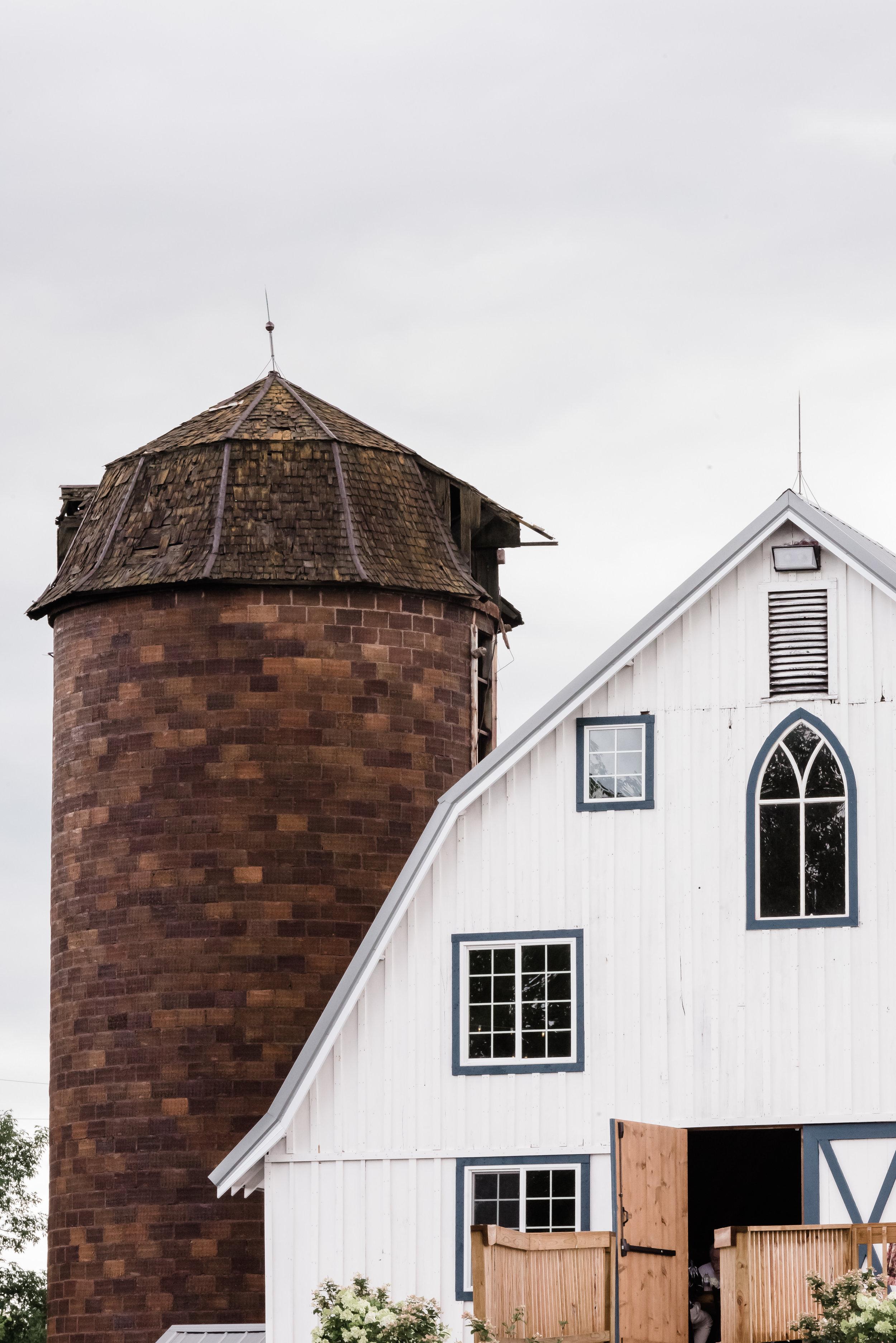 Bloom Lake Barn - Shafer, MN - Laura Robinson Photography